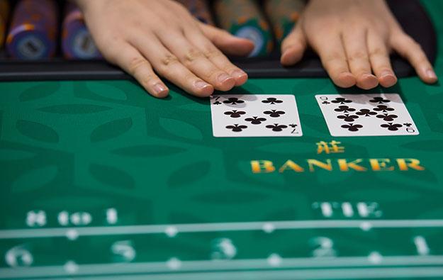 Chơi cược Banker/Player thắng với một số điểm cho trước