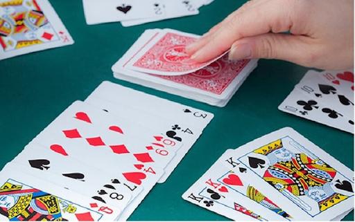 Phỏm chính là một trong các kiểu chơi bài tây được nhiều người yêu thích và lựa chọn